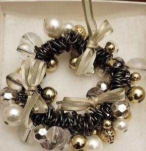 Loft bows and baubles bracelet